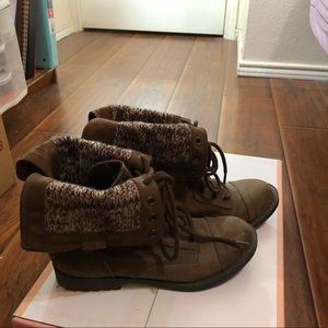 Cuffed sweater brown boots